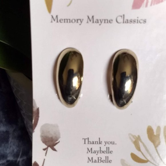 3/$25 classic 'gold' oval earrings vintag…